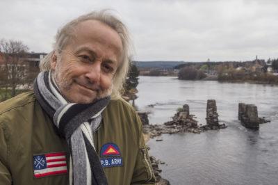 Levi Henriksen – Andektig Forfatter Med Sans for Øl