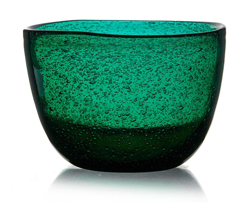 Arne Jon Jutrems kunstglasserie Grønland vant gullmedalje for Hadeland Glassverk under Milano Triennalen i 1954.
