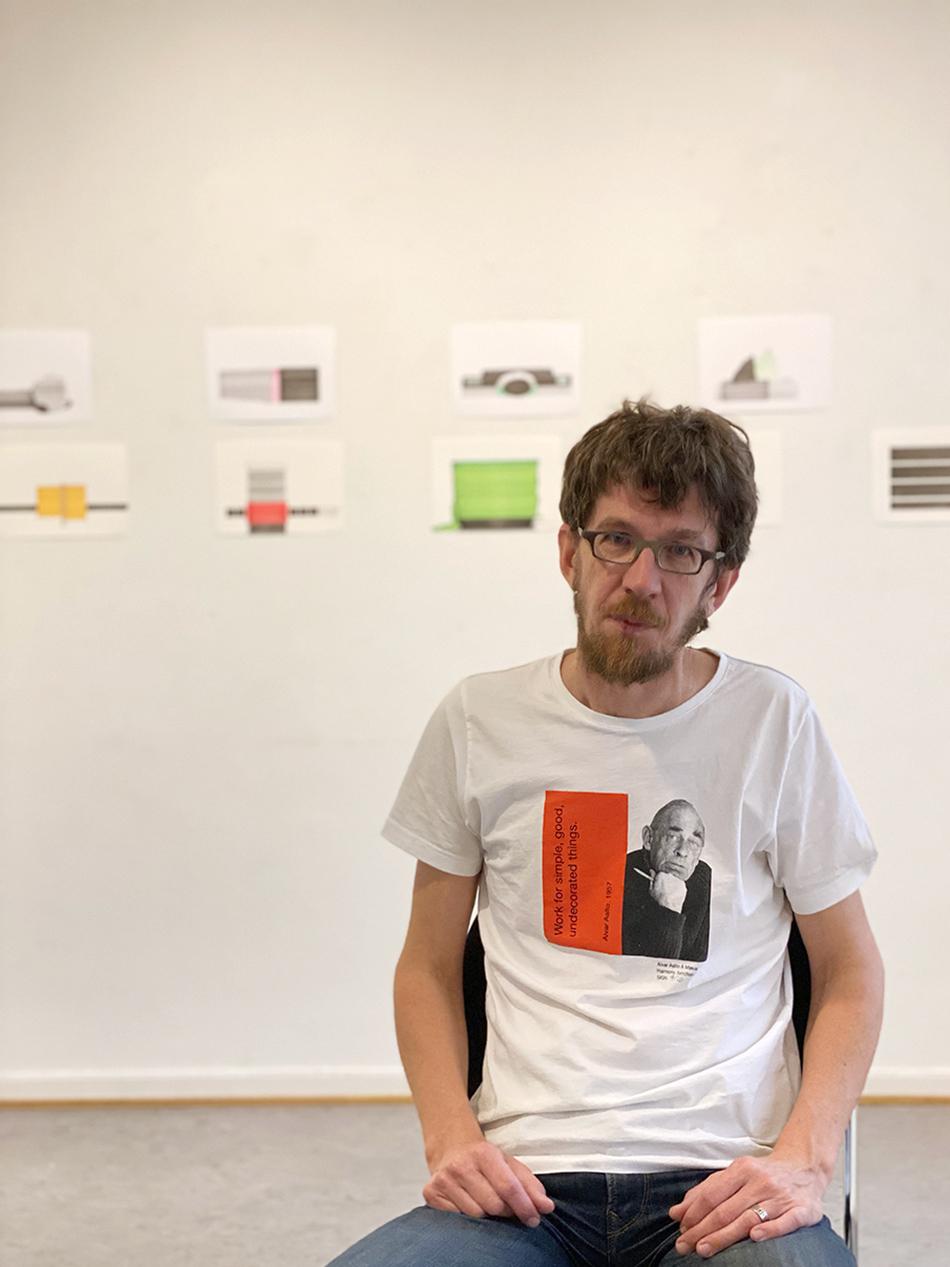 Tor-Magnus Lundeby (f. 1966) stiller ut «Tegninger» i Fredrikstad kunstforening.