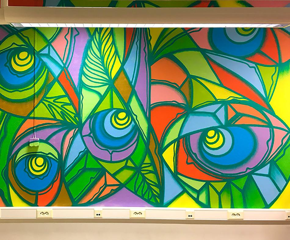 Graffiti skaper fargerike og sympatiske omgivelser. Her fra Stangnes Rå videregående skole.