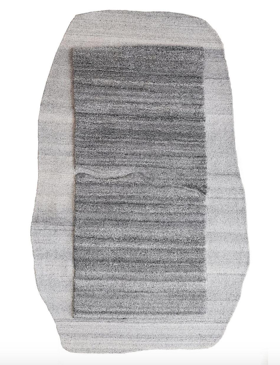 Kaja Dahl er designeren bak teppet Blokk.