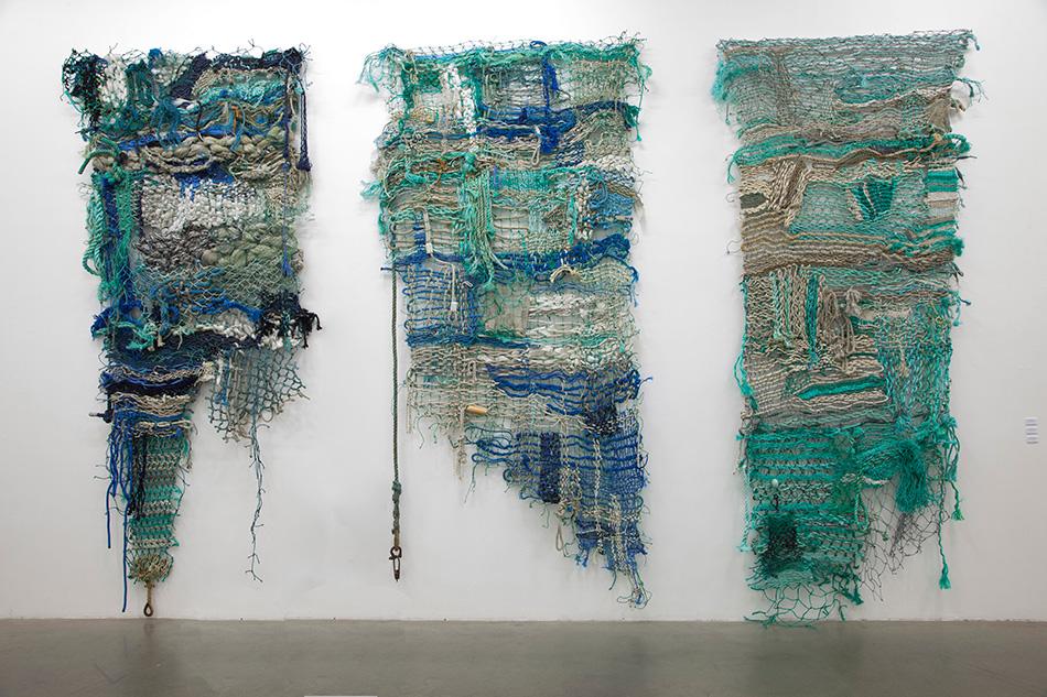Pippip Ferner har valgt å forankre sine kunstverk, bestående av funnet plast, til Heggedal Uldvarefabrik.